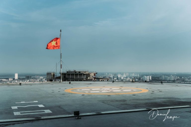 Vietnam, Ho-Chi-Minh-Stadt, Saigon, Bitexco Financial Tower, Heli Plattform, Helikopterlandeplatz, Flagge